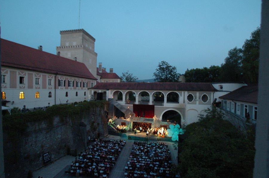 Schloßgraben Schloss Lemberg